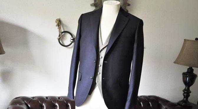 お客様のウエディング衣装の紹介-Biellesi ネイビースーツ ライトブラウンベスト-