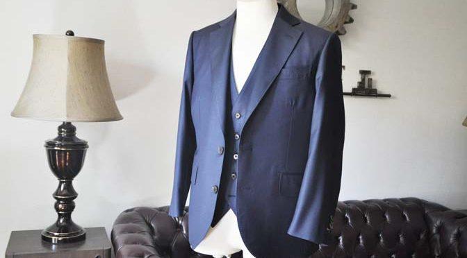 お客様のスーツの紹介- CANONICO無地ネイビー スリーピース-