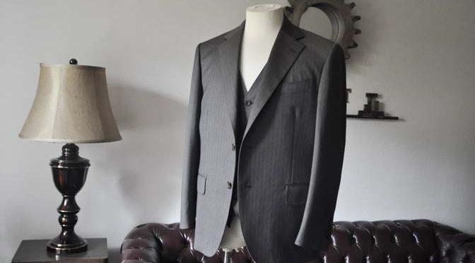 お客様のスーツの紹介- Biellesi グレーストライプスリーピース-