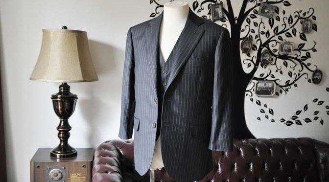 お客様のスーツの紹介-CANONICOグレーストライプ スリーピース-