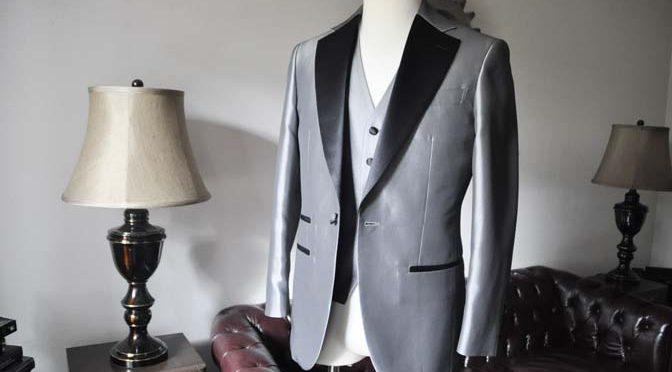 お客様の衣装の紹介- シルバーデザインタキシード スリーピース-