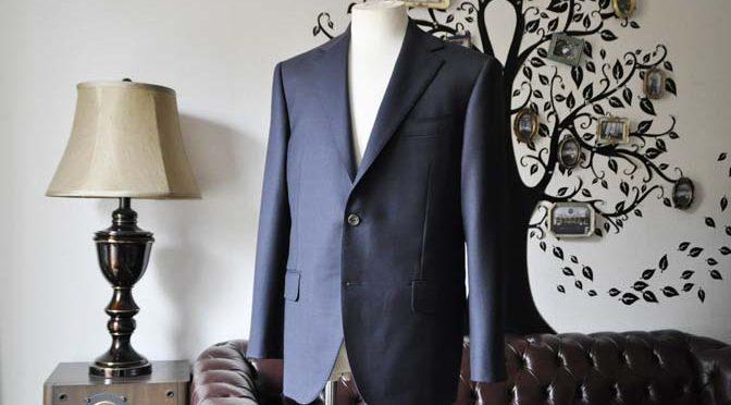 お客様のスーツの紹介-DORMEUIL ROYALネイビーウィンドペン スーツ-