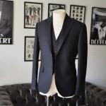 お客様のスーツの紹介- DUGDALE 無地ネイビースリーピーススーツ-