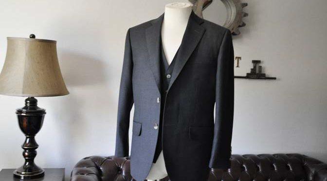お客様のスーツの紹介- 御幸毛織 チャコールグレー スリーピース-