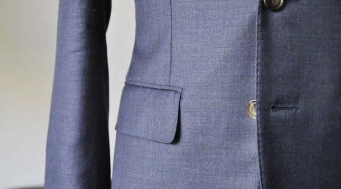ジャケットの腰ポケットについているフラップはどうするの?出す?しまう?