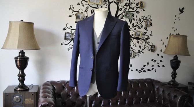 お客様のウエディング衣装の紹介- Biellesi無地ネイビースーツ ライトグレーベスト-