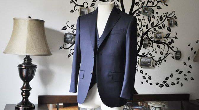 お客様のスーツの紹介-Biellesi 無地ネイビースリーピース-