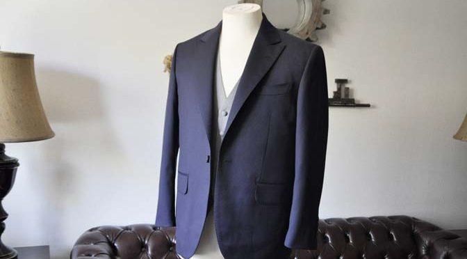 お客様のスーツの紹介- DOEMEUIL AMADEUS 無地ネイビースリーピーススーツ-