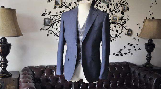 お客様のウエディング衣装の紹介- Biellesi無地ネイビースーツ チェックベスト-