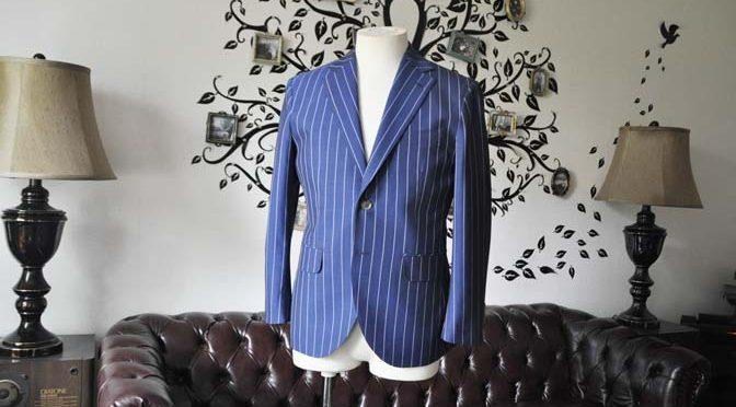 お客様のスーツの紹介-DARROW DALEネイビーストライプスーツ-