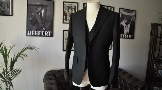 お客様のスーツの紹介- Biellesi ブラックスリーピース-