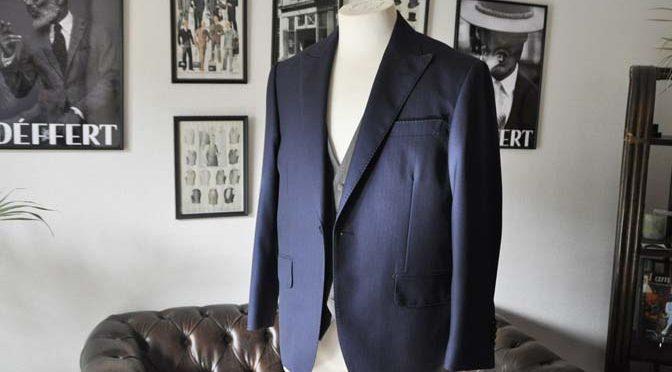 お客様のウエディング衣装の紹介- DARROW DALE ネイビースーツ グレーベスト ブラウンベスト-