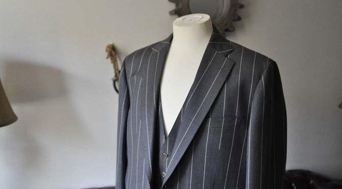 お客様のスーツの紹介- Biellesi グレーストライプスリーピーススーツ-
