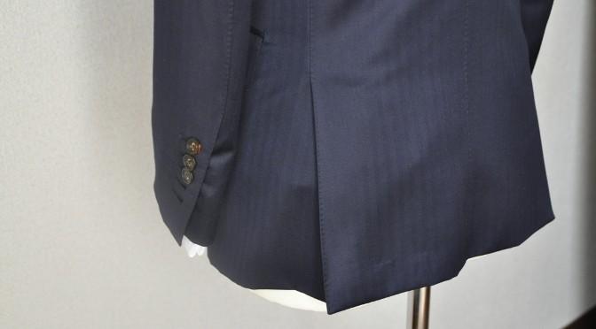 ジャケットのお尻の切れ込み-サイドベンツ-
